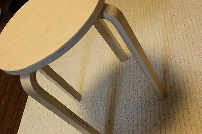 イケアの椅子(FROSTA)は脱衣所にもってこいのサイズ値段で満足♪