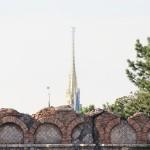 ディズニーシーでシンデレラ城とスカイツリーが一直線に見える