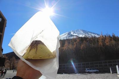 富士山五合目売店で売っている「富士山メロンパン」