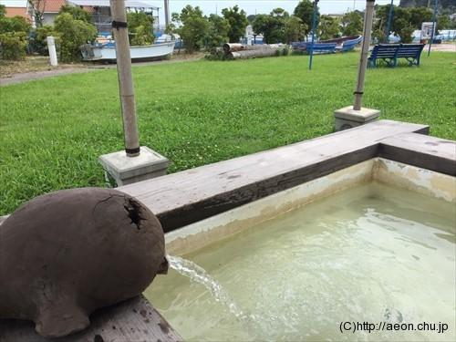 鴨川オーシャンパークの足湯の様子