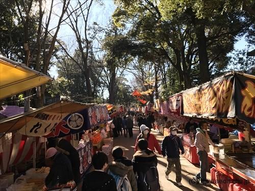 氷川神社十日市(とおかまち):参道の露店