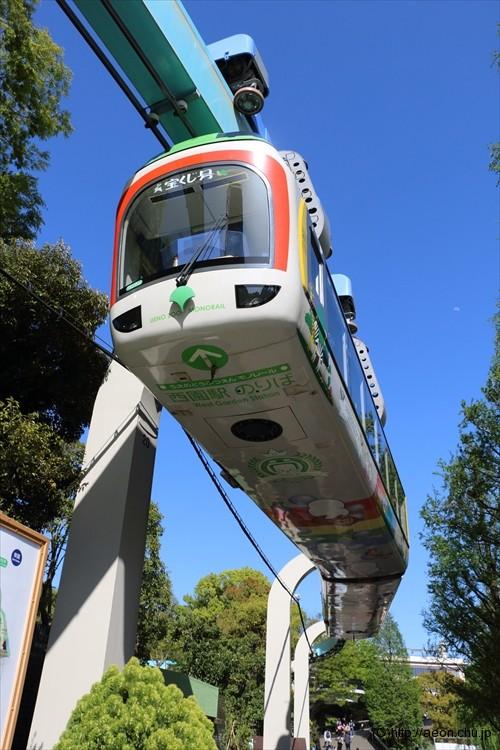 上野動物園モノレール 吊り下げ式の車両