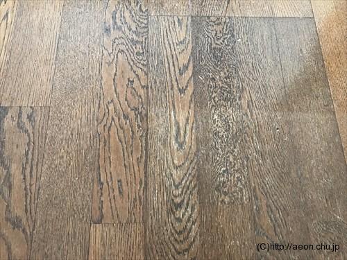 床の色あせ